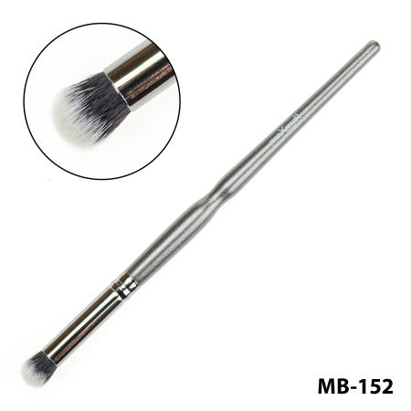 Кисть для жидких помад, консиллеров, хайлайтеров и кремообразных теней maXmaR MB-152