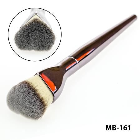 Кисть для тональной основы, пудры, румян, бронзаторов maXmaR MB-161