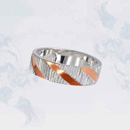 Кольцо из серебра с золотыми вставками, модель 121